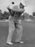 Golfer Ben Hogan, Dropping His Club at Top of Backswing Premium fototryk af J. R. Eyerman