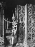 Religious Ritual Dancer in Temple of Angkor Wat, Wearing Richly Embroidered and Ornamented Costumes Lámina fotográfica por Eliot Elisofon