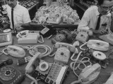 Manufacturing of Telephones at Western Electric Co Reproduction photographique par Yale Joel