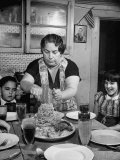 Mother Serving Spaghetti to Her Children Reproduction photographique