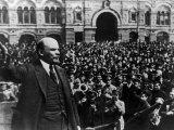 Vladimir Ilich Lenin Speaking to Troops in Red Square Fotografisk trykk