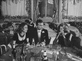 Porfirio Rubirosa and Wife Having Dinner with Friends Fotografisk tryk af Loomis Dean