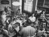 Paul Horsch and His Family During their Sunday Dinner Lámina fotográfica