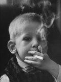 Two-Year-Old Smoking Impressão fotográfica
