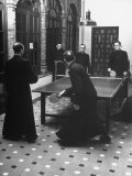 Priests Playing Ping-Pong at Social School Reproduction photographique par Dmitri Kessel