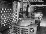 Japanese Cars on Assembly Line at Toyota Motors Plant Reproduction photographique par Margaret Bourke-White