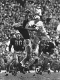 Violent Action: Don Helleder Trying to Retrieve Ball from Navy Defense During Army-Navy Game Reproduction photographique par John Dominis