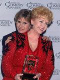 Actress Carrie Fisher Hugging Mother, Entertainer Debbi Reynolds, at American Comedy Awards Lámina fotográfica prémium por Mirek Towski