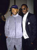 "Recording Mogul Russell Simmons and Rap Artist Sean ""Puffy"" Combs Exklusivt fotoprint av Dave Allocca"