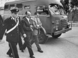 Escorting Sicilian Mafia Mobsters to Trial Lámina fotográfica