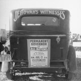 Back of Car Advertising for Jehovah's Witnesses' Activities at Wrigley Field Fotografisk tryk af Loomis Dean