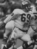 Linebacker for Kansas City Chiefs Sherrill Headrick in Action Reproduction photographique Premium