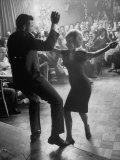 "Pop Singer Chubby Checker Singing His Hit Song ""The Twist"" on Dance Floor at Crescendo Nightclub Impressão fotográfica premium por Ralph Crane"