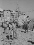 "Actress Melina Mercouri and Tony Perkins on Island of Hydra During Filming of ""S.S. Phaedra"" Premium fototryk"
