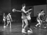Harlem Globetrotters Playing a Basketball Game Lámina fotográfica prémium por J. R. Eyerman