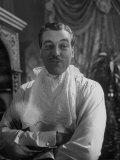 """Actor Cesar Romero in Scene from the Movie """"Love That Brute"""" Premium fotografisk trykk av Alfred Eisenstaedt"""