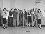 Comedian Jack Benny and Wife Posing with Cast of His Radio Show Lámina fotográfica