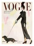 Vogue Cover - March 1917 - Dachshund Stroll Giclée-Premiumdruck von René R. Bouché