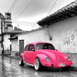 ¡Viva Mexico! Square Collection - Hot Pink VW Beetle Car in San Cristobal de Las Casas Reproduction photographique par Philippe Hugonnard