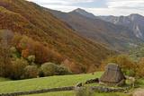 Traditional Thatched Hut, Brana De Fuexu, Valle Del Lago, Somiedo Np. Asturias, Spain Fotografie-Druck von Juan Manuel Borrero