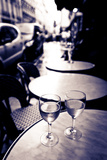 Wine Glasses at an Outdoor Cafe, Paris, France Reproduction photographique par Russ Bishop