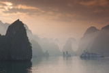 Vietnam, Halong Bay, Tourist Boats, Sunrise Reproduction photographique par Walter Bibikow