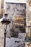 Cafe Sign and Lamp Post, Paris, France Reproduction photographique par Russ Bishop