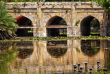 Athpula Eight Piers Stone Bridge, Reflection of Lodi Gardens, New Delhi, India Lámina fotográfica por William Perry