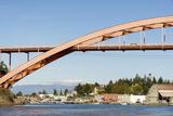 Us, Wa, La Conner. Rainbow Bridge Frames Entrance to Town on Swinomish Channel Reproduction photographique par Trish Drury