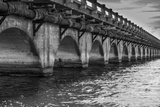 Black and White Horizontal Image of an Old Arch Bridge in Near Ramrod Key, Florida Reproduction photographique par James White