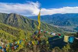 Praying Flags before the Tiger's Nest, Taktsang Goempa Monastery Hanging in the Cliffs, Bhutan Fotografisk trykk av Michael Runkel