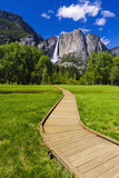 Boardwalk Through Meadow under Yosemite Falls, California, Usa Reproduction photographique par Russ Bishop