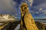 Wood Carving of an Ancient Viking at Vestrahorn, Mountain Near Hofn, Iceland Stampa fotografica di Chuck Haney