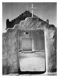 Front view of entrance, Church, Taos Pueblo National Historic Landmark, New Mexico, 1942 Kunst av Ansel Adams