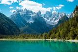 Beautiful Mountain Lake in Dolomites Valokuvavedos tekijänä Tetyana Kochneva