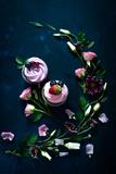 Sweet Cupcakes on Dark Wooden Reproduction photographique par Dina Belenko