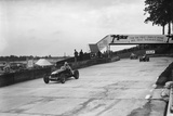 Maserati and Alfa Romeo racing at Brooklands, 1938 or 1939 Reproduction photographique par Bill Brunell