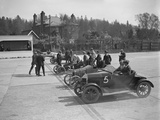 Morris, Morgan and Crouch cars on the start line of a motor race, Brooklands, 1914 Reproduction photographique par Bill Brunell
