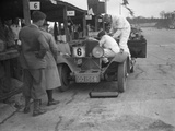 Talbot 90 of E and SJ Burt in the pits at the JCC Double Twelve race, Brooklands, May 1931 Reproduction photographique par Bill Brunell