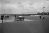 Bentley of ER Insole and Austin of RW Thomas competing in the Porthcawl Speed Trials, Wales, 1922 Reproduction photographique par Bill Brunell