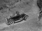 Kitty Brunell driving a 1930 2-seater Ford Model A, 1931 Reproduction photographique par Bill Brunell