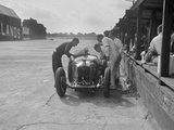 Amilcar C6 of Bill Humphreys in the pits, BRDC 500 Mile Race, Brooklands, 1931 Reproduction photographique par Bill Brunell