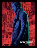 Blade Runner 2049 - Ryan Gosling sous la pluie Reproduction encadrée pour collectionneurs