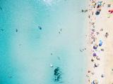Aerial View of Sandy Beach with Tourists Swimming in Beautiful Clear Sea Water Fotografie-Druck von paul prescott