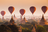 Hot Air Balloon over Plain of Bagan at Sunrise, Myanmar Fotografie-Druck von  lkunl