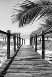 Cuba Fuerte Collection B&W - Wooden Pier on Tropical Beach IX Reproduction photographique par Philippe Hugonnard