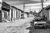 Cuba Fuerte Collection B&W - Lada Taxi in Trinidad II Fotografie-Druck von Philippe Hugonnard
