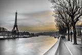 River Seine and The Eiffel Tower Fotografie-Druck von Assaf Frank
