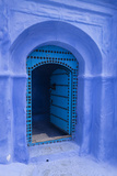 Morocco. A traditional blue doorway in the hill town of Chefchaouen. Fotografisk tryk af Brenda Tharp
