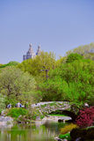 Lake in Central Park in Spring with Dakota Apartments in background, New York City, New York Impressão fotográfica